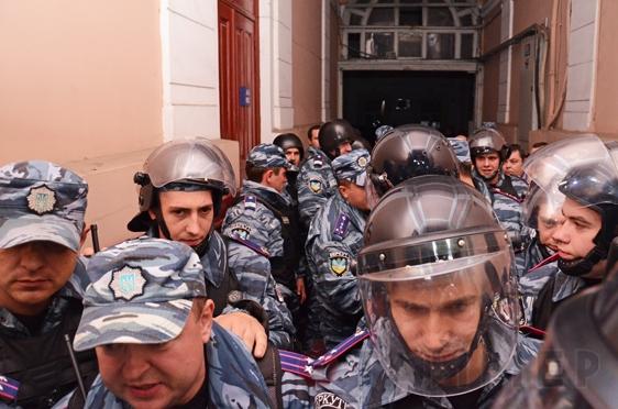 Обыски и аресты бьют по имиджу власти