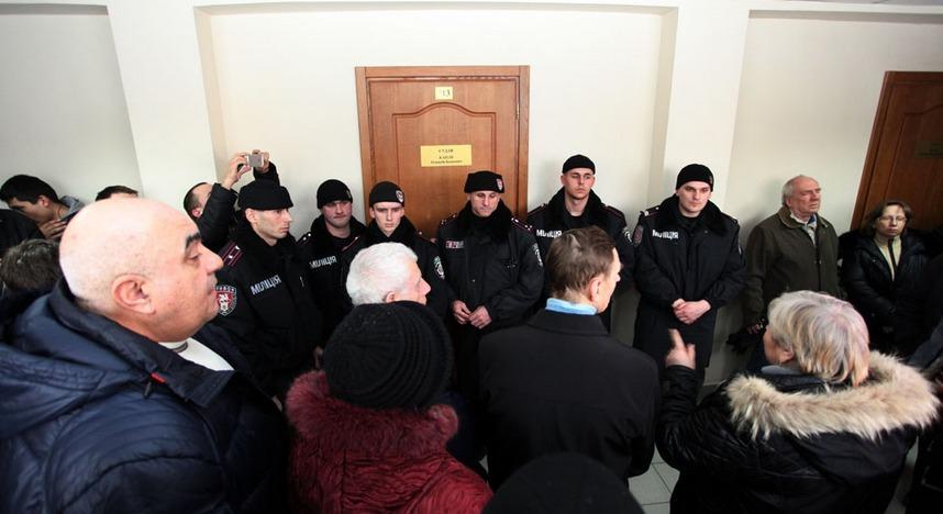 Сторонники Маркова штурмуют здание Приморского суда